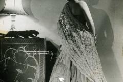 dama-de-espaldas