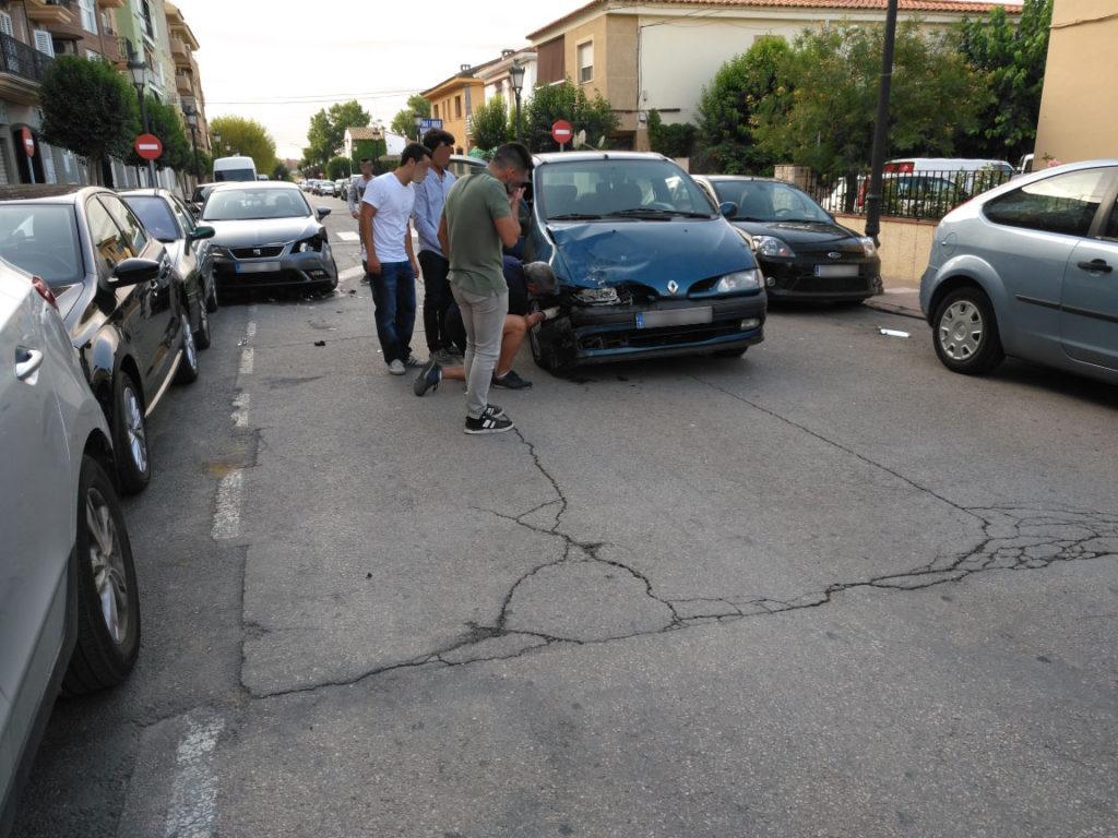 Accidente de coche en el cruce de las calles Merced y Alejandro García