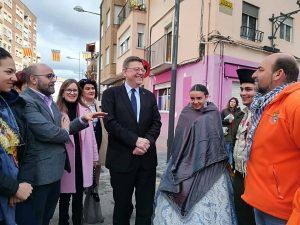 El Presidente de la Generalitat visita Utiel en Fallas
