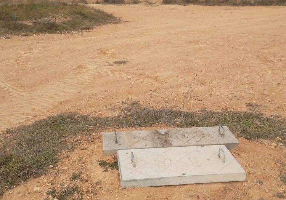 Se tapan registros de desagües rotos por actos vandálicos en Utiel