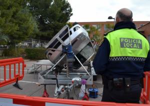 Un simulador de vuelcos protagoniza la jornada de educación vial en Utiel para alumnos de cuarto de la ESO
