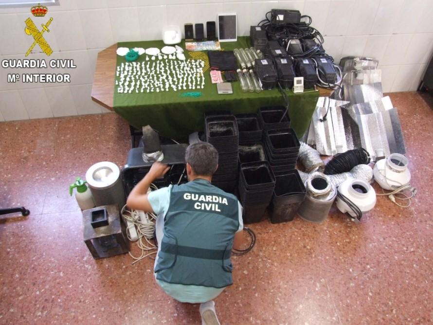 La Guardia Civil procede contra dos personas por la de venta de sustancias estupefacientes al menudeo en la localidad de Utiel