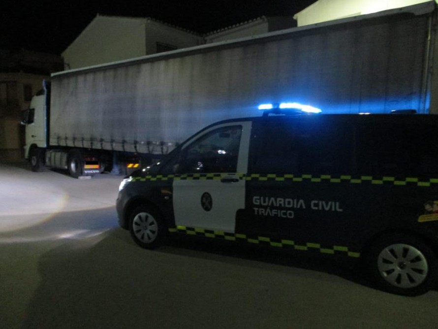 La Guardia Civil detiene en Requena a un varón que había sustraído un camión articulado con más de 70.000 euros en mercancía