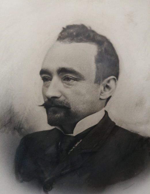 La escultura del ilustre historiador D. Miguel Ballesteros Viana presidirá la plaza del Ayuntamiento de Utiel