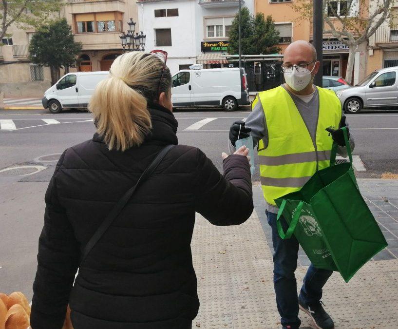 El Ayuntamiento de Utiel reparte mascarillas en comercios abiertos al público