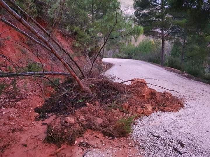 Chera repara de urgencia los caminos dañados por las tormentas para facilitar la recolección de las aceitunas