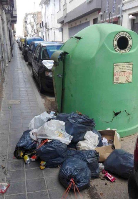 El Ayuntamiento de Utiel denuncia el incivismo en el uso de los contenedores