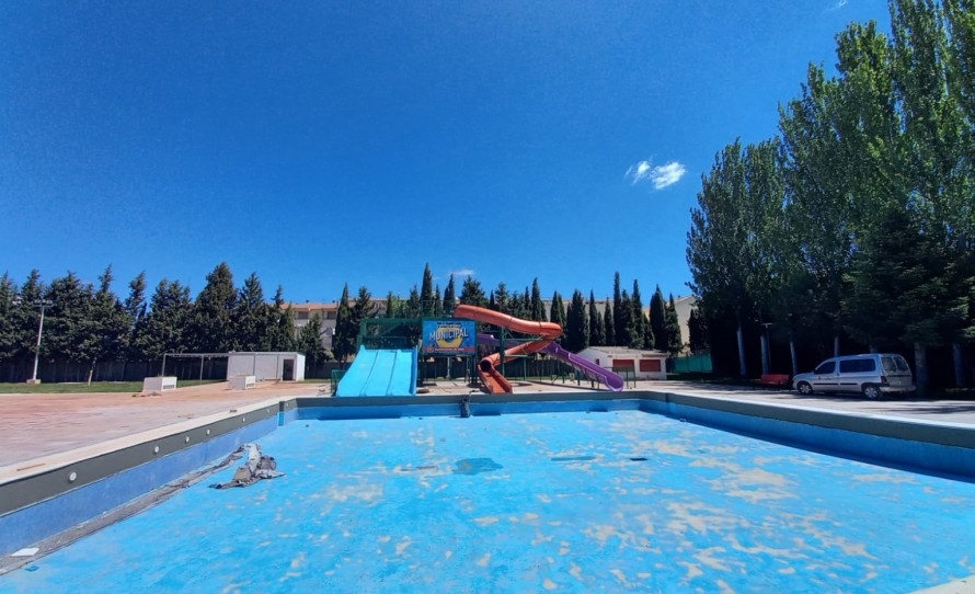 El Ayuntamiento de Utiel acondiciona el Polideportivo Municipal de cara al periodo estival