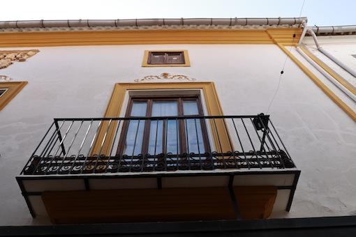 La Concejalía de Festejos de Utiel anima a sus vecinos a engalanar los balcones con las enramás de San Juan